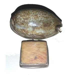 Jewelry - Statement In Shell 925 Silver Shell Gem Pendant